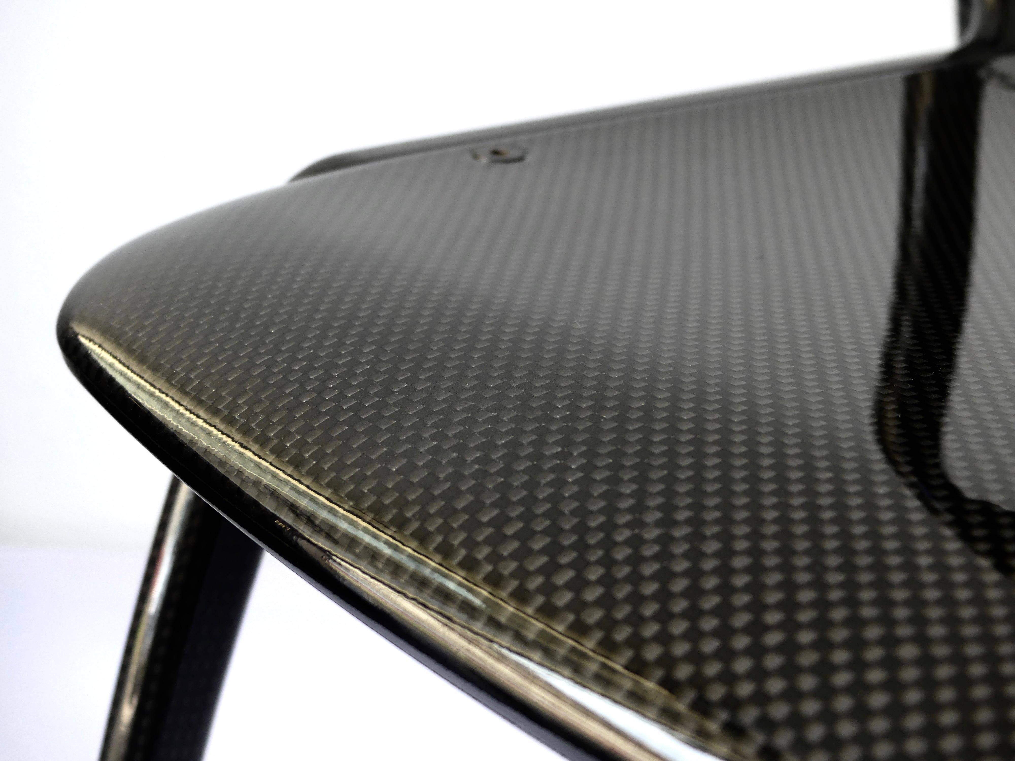 chaise en fibre de carbone